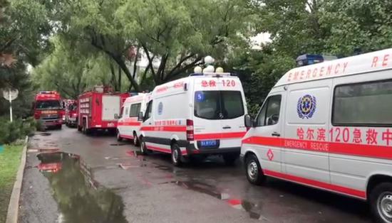 哈尔滨太阳岛景区酒店火灾 107名消防员进场救援