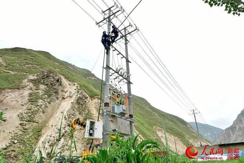 """新疆叶城县:""""大电网""""照亮喀喇昆仑山深处"""